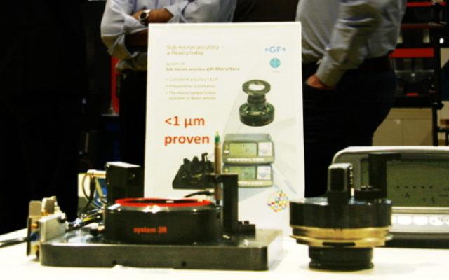 Le système 3R, fourni par GFMS, qui permet la manipulation d'une pièce avec une précision de l'ordre de moins d'un micron.