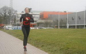 Ne soyez pas surpris de la voir courir autour du centre de compétence une à deux fois par semaine…